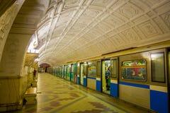 莫斯科,俄罗斯2018年4月, 29日:火车被弄脏的看法在Belorusskaya地铁站的在莫斯科,俄罗斯 驻地是 免版税图库摄影