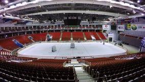 莫斯科,俄罗斯- 2017年12月:室内滑冰场的装配拳击台的设施的 一个室是 库存照片