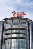 莫斯科,俄罗斯- 2018年3月25日:世界足联杯子俄罗斯2018反对蓝天的官员商标 免版税库存照片