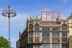 莫斯科,俄罗斯- 2018年6月03日:中央部门商店TSUM大厦在蓝天背景的莫斯科 库存照片