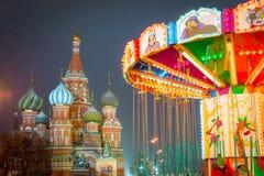 莫斯科,俄罗斯- 2017年12月5日:圣诞树在红场的抵价屋胶在莫斯科,俄罗斯 免版税库存图片