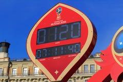 莫斯科,俄罗斯- 2018年2月14日:在开始的读秒定时器冠军世界杯足球赛Manezhnaya的俄罗斯之前2018年 免版税库存照片