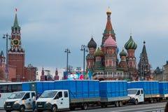 莫斯科,俄罗斯- 2018年4月30日:在红场旁边的便携式的洗手间在劳动节庆祝前 免版税库存照片