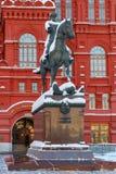 莫斯科,俄罗斯- 2018年2月01日:在红场附近安排茹科夫纪念碑在莫斯科 莫斯科冬天 免版税库存照片