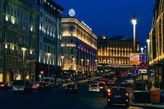 莫斯科,俄罗斯- 2016年12月23日:在莫斯科街道上的运输流量  免版税库存照片