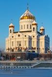 莫斯科,俄罗斯- 2018年2月01日:基督大教堂Moskva河背景的救主 莫斯科冬天 免版税库存照片