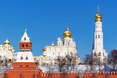 莫斯科,俄罗斯- 2018年2月01日:天使的大教堂与金黄圆顶的在克里姆林宫 莫斯科冬天 免版税库存照片