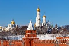 莫斯科,俄罗斯- 2018年2月01日:天使的大教堂在克里姆林宫在晴朗的冬天早晨 库存照片