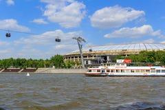 莫斯科,俄罗斯- 2018年5月30日:奥林匹克复杂Luzhniki的大竞技场看法从Vorob ` yevskaya堤防的在晴朗的da 图库摄影