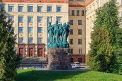 莫斯科,俄罗斯- 2018年6月02日:学生建筑的纪念碑合作反对罗蒙诺索夫莫斯科国立大学MSU大厦  库存图片