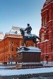 莫斯科,俄罗斯- 2018年2月01日:安排Manezhnaya广场的茹科夫的纪念碑在莫斯科 莫斯科冬天 图库摄影