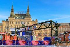 莫斯科,俄罗斯- 2018年2月14日:对圣诞节市场的入口在红场在莫斯科 免版税库存图片