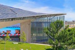 莫斯科,俄罗斯- 2018年6月03日:小圆形露天剧场门面Zaryadye公园特写镜头的在一个晴朗的夏天早晨 库存照片