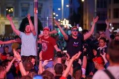 莫斯科,俄罗斯- 2018年7月01日:橄榄球世界杯2018年,庆祝以西班牙的俄国足球迷胜利在莫斯科 库存照片