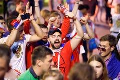 莫斯科,俄罗斯- 2018年7月01日:橄榄球世界杯2018年,庆祝以西班牙的俄国足球迷胜利在莫斯科 库存图片