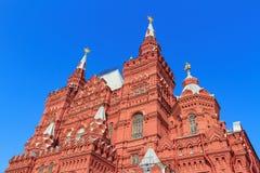 莫斯科,俄罗斯- 2018年4月15日:状态历史博物馆大厦红场的反对蓝天在一个晴朗的早晨 免版税图库摄影