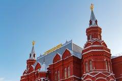 莫斯科,俄罗斯- 2018年2月01日:状态历史博物馆的塔蓝天背景的 莫斯科冬天 库存图片