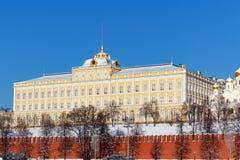 莫斯科,俄罗斯- 2018年2月01日:盛大克里姆林宫宫殿在反对蓝天的克里姆林宫 莫斯科冬天 图库摄影