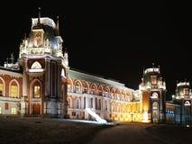莫斯科,俄罗斯- 2018年12月17日:盛大宫殿在Tsaritsyno公园在有圣诞灯装饰的莫斯科在冬天晚上 免版税库存照片