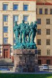 莫斯科,俄罗斯- 2018年6月02日:纪念碑致力了学生建筑队在罗蒙诺索夫莫斯科状态联合国附近物理才干  免版税库存照片
