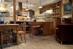 莫斯科,俄罗斯- 2017年11月23日:舒适咖啡馆和面包店商店内部在市中心 库存照片