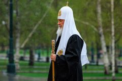 莫斯科,俄罗斯- 2017年5月08日:莫斯科和所有鲁斯` KIRILL的族长和俄罗斯正教会的更高的僧侣放置了 库存照片