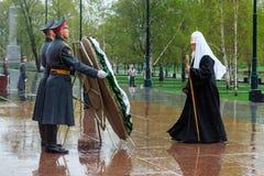 莫斯科,俄罗斯- 2017年5月08日:莫斯科和所有鲁斯` KIRILL的族长和俄罗斯正教会的更高的僧侣放置了a 免版税库存图片