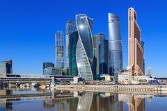 莫斯科,俄罗斯- 2018年4月14日:莫斯科国际商业中心莫斯科城市在一个晴朗的春日 库存图片