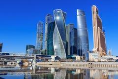 莫斯科,俄罗斯- 2018年4月14日:莫斯科国际商业中心莫斯科城市在一个晴朗的春日 免版税图库摄影