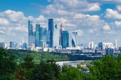 莫斯科,俄罗斯- 2017年8月12日:莫斯科国际商业中心莫斯科城市在一个清楚的晴天 库存图片