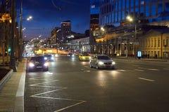 莫斯科,俄罗斯- 2017年5月12日:莫斯科街道在晚上 免版税库存图片