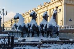 莫斯科,俄罗斯- 2018年2月01日:雕刻的小组在Manezhnaya广场的四个季节喷泉喷泉 莫斯科冬天 免版税库存图片