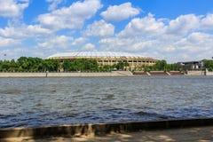 莫斯科,俄罗斯- 2018年5月30日:Luzhniki体育场在晴天 从Vorob ` yevskaya堤防的看法 库存图片