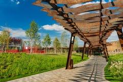 莫斯科,俄罗斯- 2018年7月06日:Tufeleva roscha建筑学公园在莫斯科 在风景公园步行的夏日 库存图片