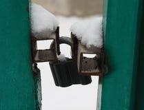 莫斯科,俄罗斯- 2017年12月19日 在门的挂锁 免版税库存照片