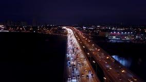 莫斯科,俄罗斯- 2017年11月18日 大交通堵塞空中射击在MKAD环行路的在晚上高峰时间内 免版税库存照片
