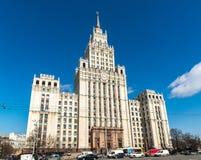 莫斯科,俄罗斯- 2016年4月04日 Krasnie Vorota正方形的斯大林摩天大楼  免版税库存图片