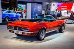 莫斯科,俄罗斯- 2012年8月:当全球首演1967被提出的雪佛兰CAMARO在第16辆MIAS莫斯科国际汽车Salo 免版税库存图片