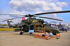 莫斯科,俄罗斯- 2015年8月:攻击用直升机米-24后面presente 库存图片