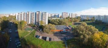 莫斯科,俄罗斯- 2016年10月:Kapotnya, 5 kvartal和4 kvartal, UVAO莫斯科,俄罗斯郊外  市区秋天视图, 库存照片