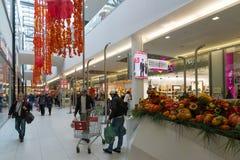 莫斯科,俄罗斯- 10月01 2016年 人们在购物和娱乐中心加加林 库存图片