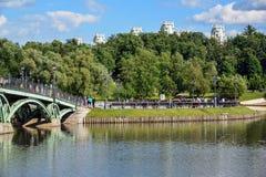 莫斯科,俄罗斯- 6月08 2016年 公园Tsaritsyno全视图在夏天 免版税库存照片