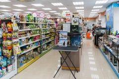 莫斯科,俄罗斯- 4月16 2016年 内部四爪子宠物商店 图库摄影