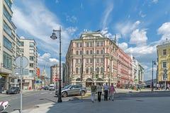 莫斯科,俄罗斯- 6月02 2016年 前用装备的房间Kondratyev -在屠户街道上的历史建筑 免版税库存图片