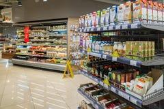 莫斯科,俄罗斯- 3月18 2017年 商店产品Azbuka Vkusa内部在Zelenograd 免版税图库摄影