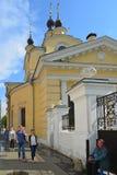 莫斯科,俄罗斯- 6月03 2016年 圣洁的贞女教会在红色村庄在莫斯科,俄罗斯 免版税图库摄影