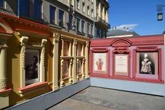 莫斯科,俄罗斯- 5月06 2017年 在戏剧性艺术的发展的历史的博览会在Kamergersky车道的 免版税库存图片