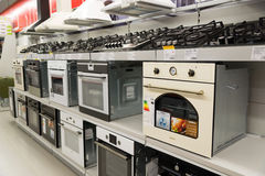 莫斯科,俄罗斯- 2月02 2016年 在黄金国的烹饪器材,卖电子的大连锁店 免版税库存图片