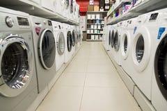 莫斯科,俄罗斯- 2月02 2016年 在黄金国的洗衣机,卖电子的大连锁店 库存图片