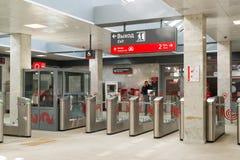 莫斯科,俄罗斯- 10月01 2016年 在驻防地铁莫斯科中央圆环Shepeliha的入口的旋转门  免版税库存照片